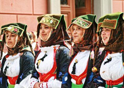 30-Sardinien-Trachten-vier-Frauen